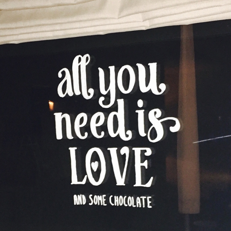 All you need is love and some chocolate quote raamtekening
