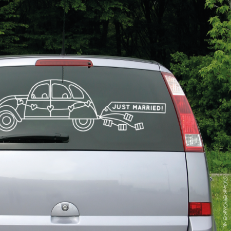Just married auto met blikjes raamtekening
