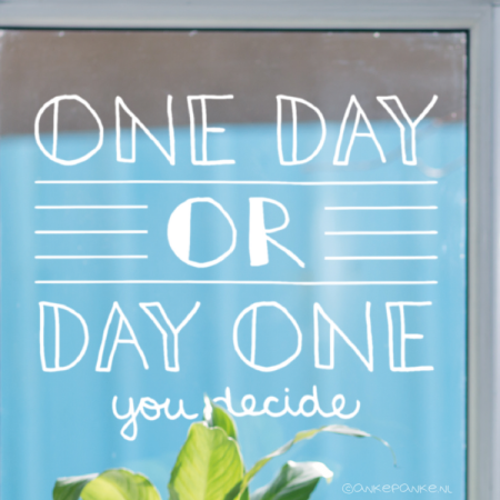 One day or day one, you decide quote raamtekening
